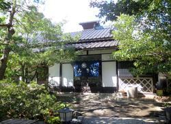 素晴らしい庭園を眺めながら、ゆったりとそばを楽しめるお店