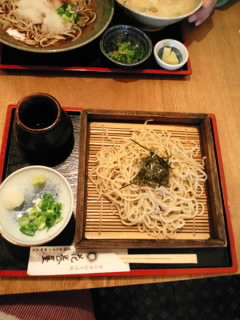 北海道産の蕎麦粉を使用