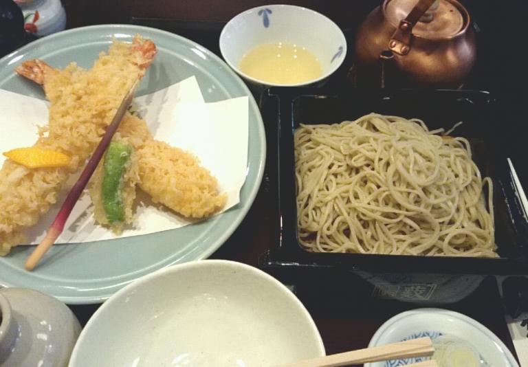 鰹節が利いた辛めのおつゆで食べる、素朴な老舗蕎麦