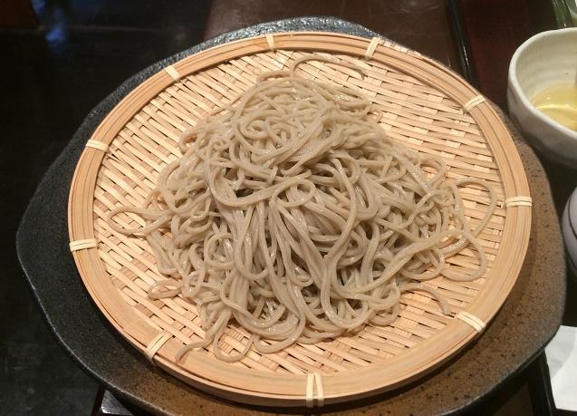 サクサクの天ぷらとエッジの効いた二八蕎麦