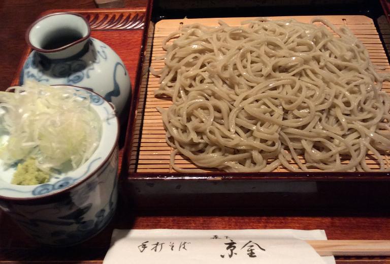 東京下町の銘店でさりげなく蕎麦を手繰る