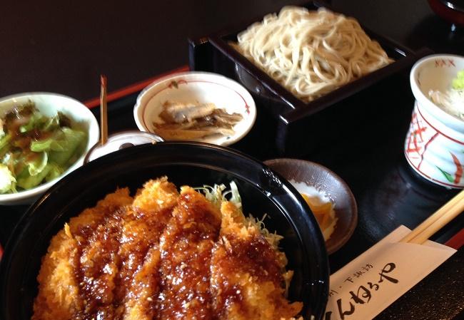 信州名物のソースかつ丼とおいしいお蕎麦「とんねるや」