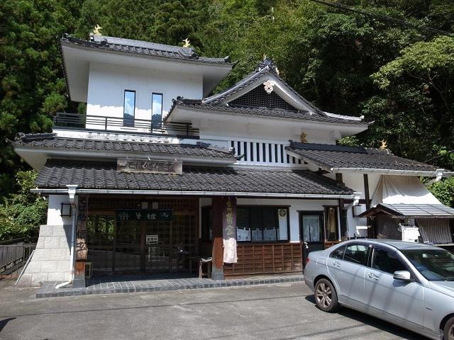遠山地鶏と滝のある蕎麦屋 「そば処 信玄」(飯田市)