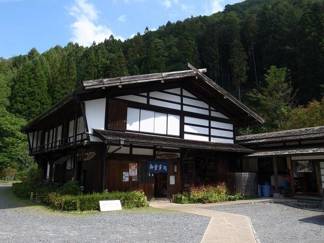 明治中期の中馬宿を移築改装したお店 「そば処 村の茶屋」(飯田市)