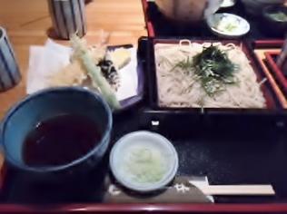駅の地下街、飲食店が立ち並ぶなかにある蕎麦店「更科一休」(横浜市)