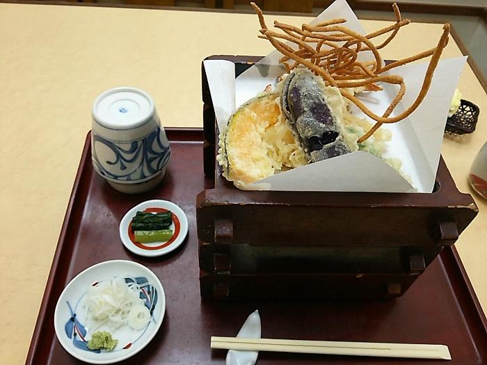 白っぽく固めで食べごたえのあるお蕎麦「あずみ」(上石神井)