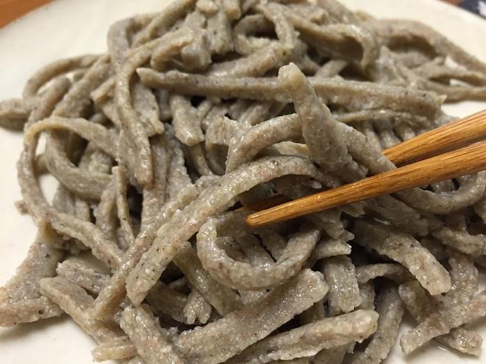 粗挽き十割のガツンとした「あばさけ」蕎麦 「佐野蕎麦」(鯖江市)