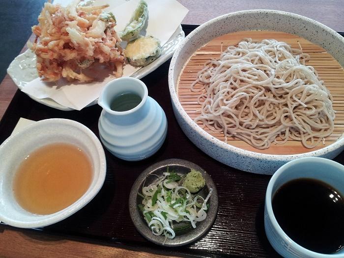 モダン建築の蕎麦屋さん「旬蕎麦うどん・にはち」(浜松市)